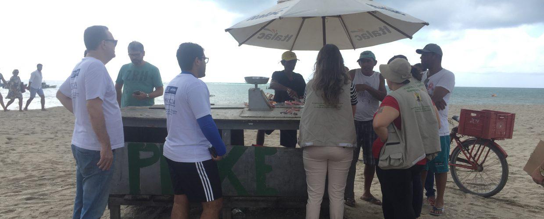 Procon e Vigilância Sanitária de Jaboatão realizam ação de fiscalização preventiva na orla de Piedade