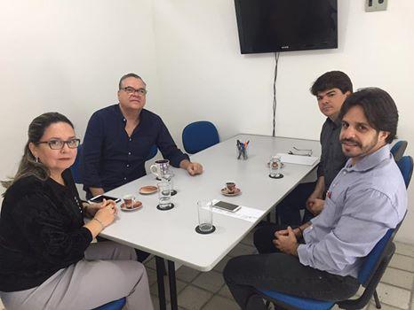 Procon Jaboatão e Apes discutem agenda de capacitações para colaboradores de supermercados