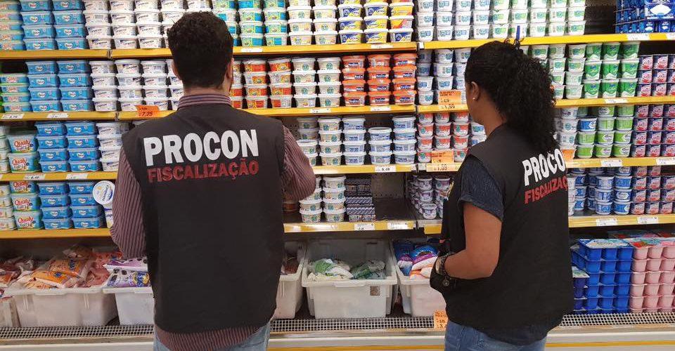 Procon Jaboatão realiza fiscalização no supermercado Leão e Shopping Guararapes