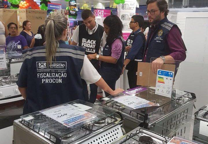 Procon Jaboatão fiscaliza preços da Black Friday nas lojas do Shopping Guararapes e de Jaboatão Centro