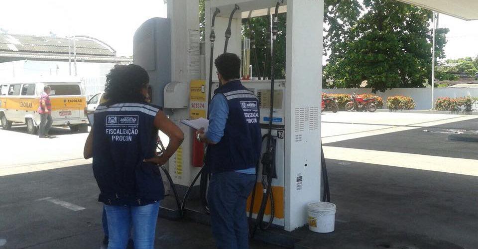 Procon Jaboatão fiscaliza postos de combustíveis